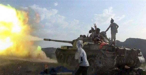 قوات الجيش تقصف مواقع المليشيات شمال الضالع