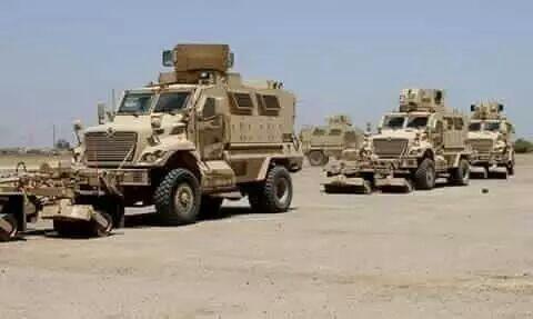 آليات عسكرية ومصفحات ضخمة تدخل مدينة الحديدة وإذاعة دولية تكشف عن صفقة جديدة مع الحوثيين ''تفاصيل''