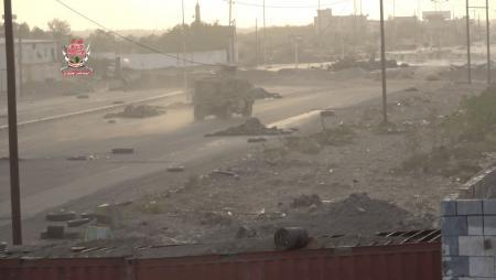 """الجيش يسيطر على مبنى """"الجوازات"""" بالحديدة"""