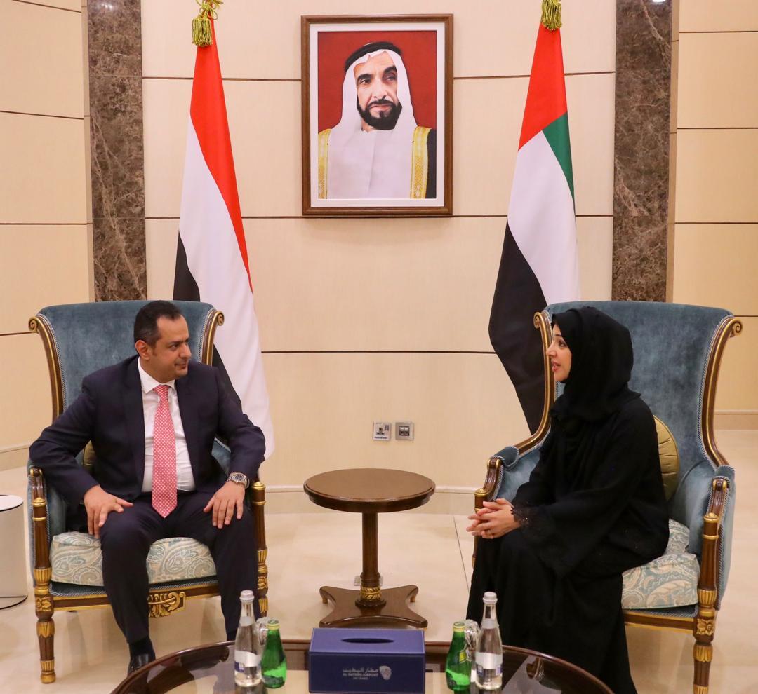 شاهد بالصور رئيس الوزراء يصل دولة الإمارات في زيارة رسمية