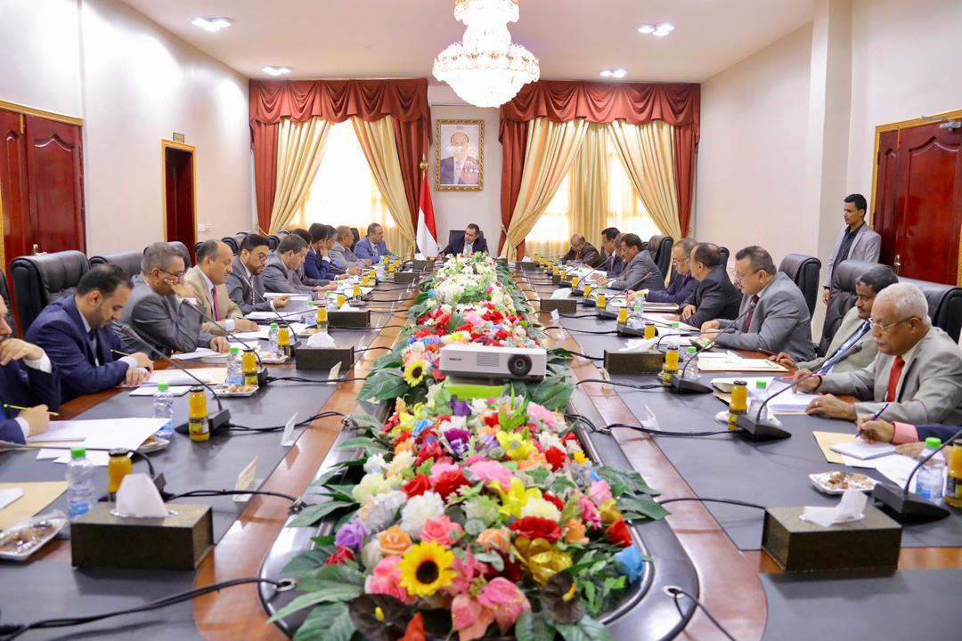 الحكومة الشرعية تكافح لإنتشال الإقتصاد اليمني المنهار