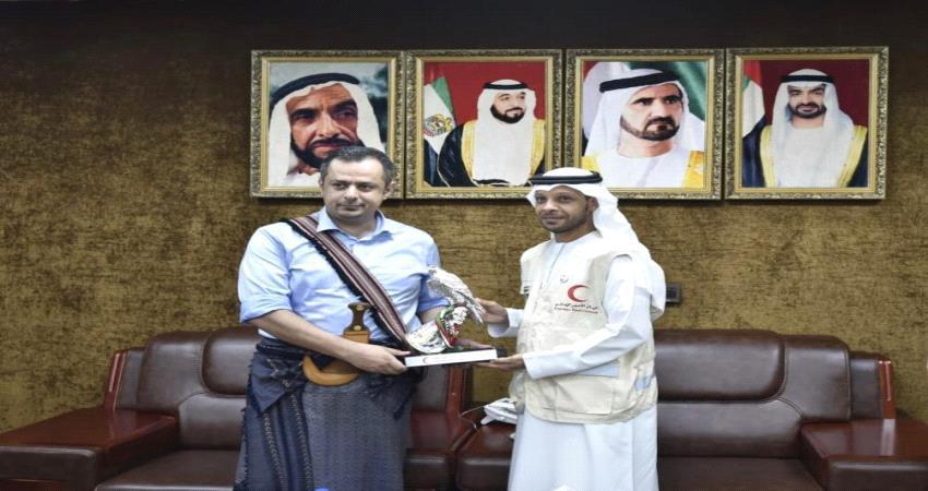 رئيس مجلس الوزراء يزور مقر قوات التحالف بعدن ويشيد بذراع الإمارات الإنسانية