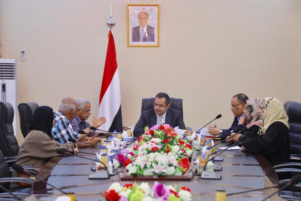 رئيس الوزراء يلتقي اللجنة العليا للإنتخابات في العاصمة المؤقتة عدن