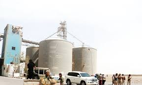 الشرعية تنقذ فريق المراقبين الامميين في الحديدة من فخ حوثي قاتل كان سيحولهم الى أشلاء خلال زيارتهم مطاحن القمح